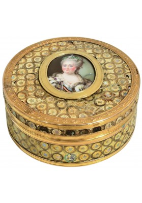 Табакерка со съёмной крышкой с портретом Екатерины II. Тип Рокотова Ф.С.